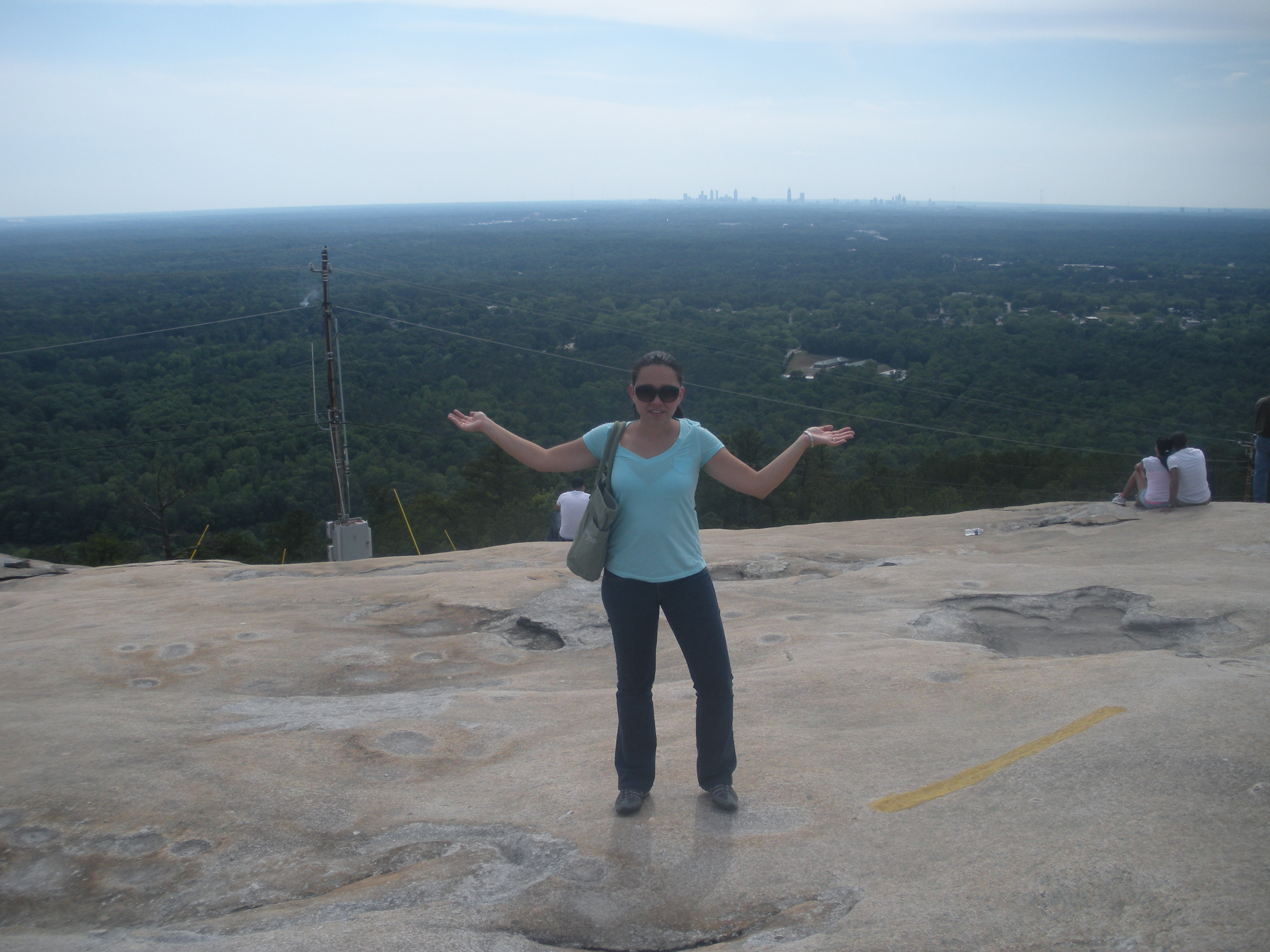 Yo en Stone Mountain, atrás Atlanta City